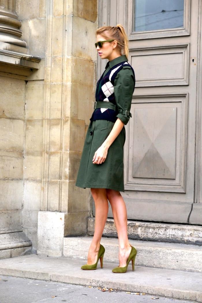 couleurs vêtements mode femme élégante style vestimentaire travail robe vert ceinture pull sans manches comment s habiller aujourd hui