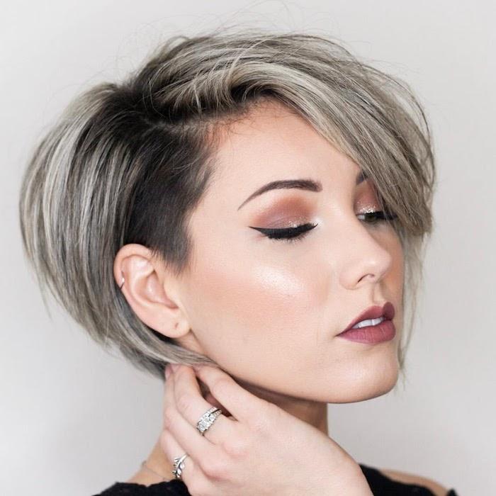 coupe courte dégradée femme idée carré court été 2020 avec partie rasée autour du visage