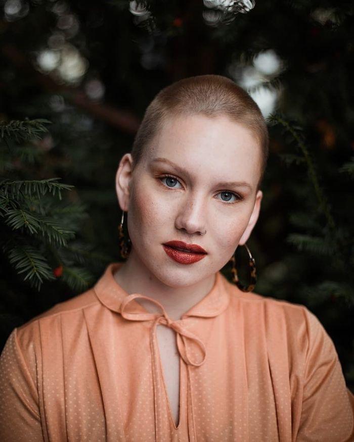 coupe de cheveux court femme cheveux roux idée coupe femme rasé simple à enretenir