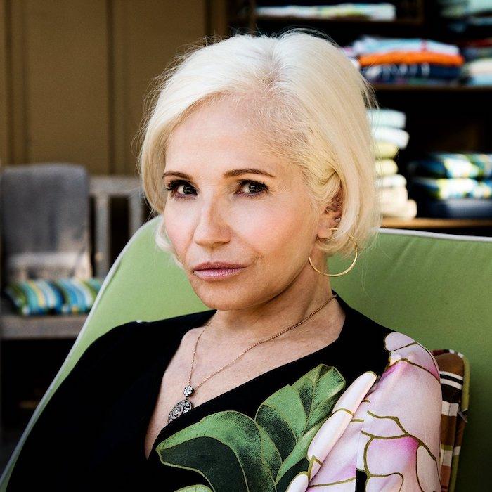 coupe pixie longue avec idée coupe carré court femme 60 ans aux cheveux blonds