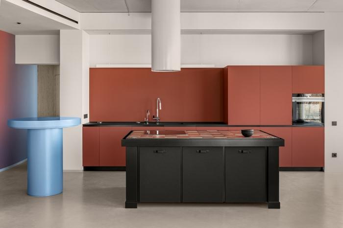 cuisine terracotta décoration cuisine moderne agencement cuisine en longueur avec îlot central noir mat déco cuisine blanc et noir