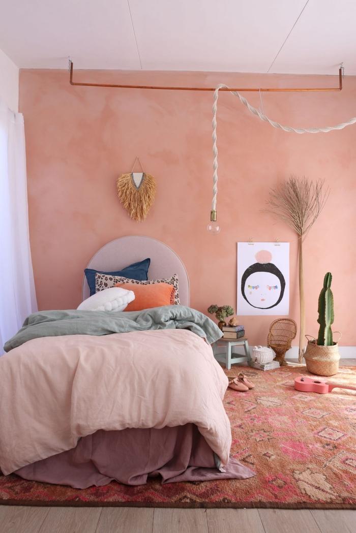décoration chambre boho moderne peinture mur tendance nuance rose macramé suspension murale diy idée comment associer la couleur terracotta