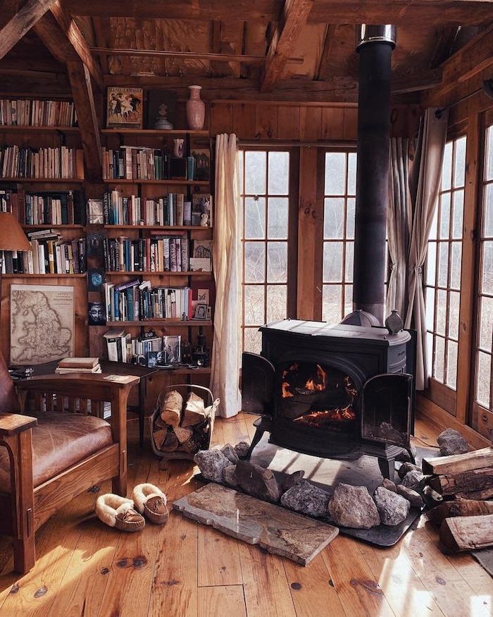 deco salon rustique avec canapé bois et assise cuir cheminée design bibliothèque de bois brut aménager une bibliothèque dans un salon