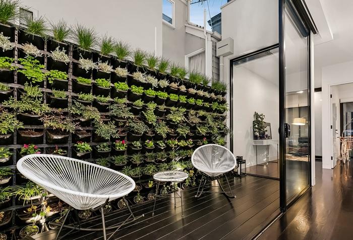 design extérieur style moderne architecture mur végétal poches herbes aromatiques plantes fleuries idee brise vue vegetal