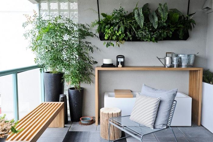 design terrasse style moderne meubles bois banquette pot de fleur haut gris anthracite suspension murale pour plantes en bois peint noir
