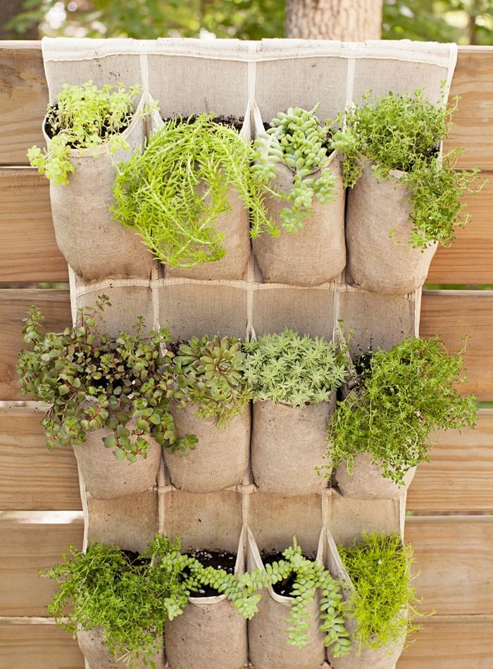 diy suspension plantes herbes en tissu mur vegetal exterieur idée décoration balcon avec mur pour plantes support tissu suspendu