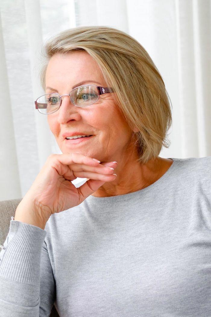 exemole de coupe carré court femme blonde idée coupe de cheveux femme 60 ans visage rond