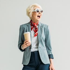 Coupe de cheveux courte pour femme de 60 ans - les coiffures qui rajeunissent