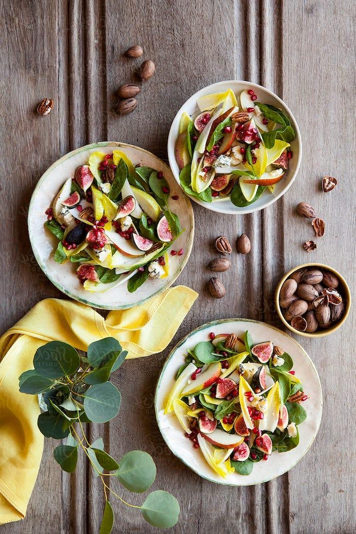 exemple salade aux épinards poires endives grnade et figues fraiches exemple recette salade composée froide au fromage roquefort