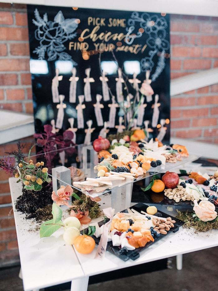idée buffet froid pour occasion special mariage de reve avec des plateaux de fromages noix et fruits recette apéritif dinatoire de mariage