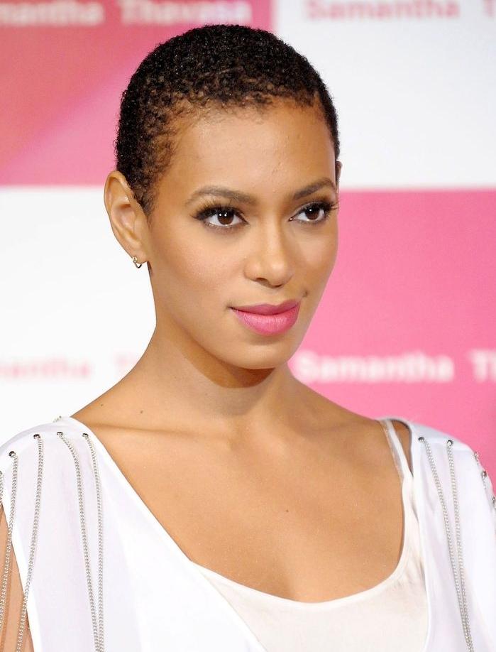 idée coupe afro femme rasé de près idée modele de coiffure femme simple à entretenir