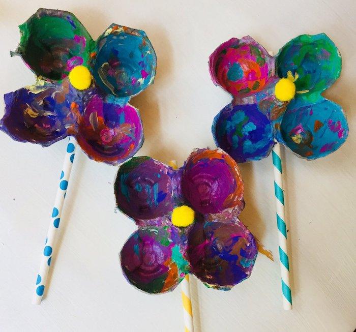 idée de fleurs a faire soi meme en carton d oeuf coloré à la peinture abstraite et des tiges colorés pour la tige idee peinture enfant