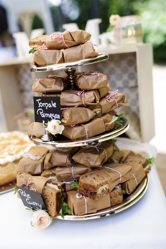 idee buffet anniversaire ou mairage avec des sandwiches recette exquise presentation buffet froid déco
