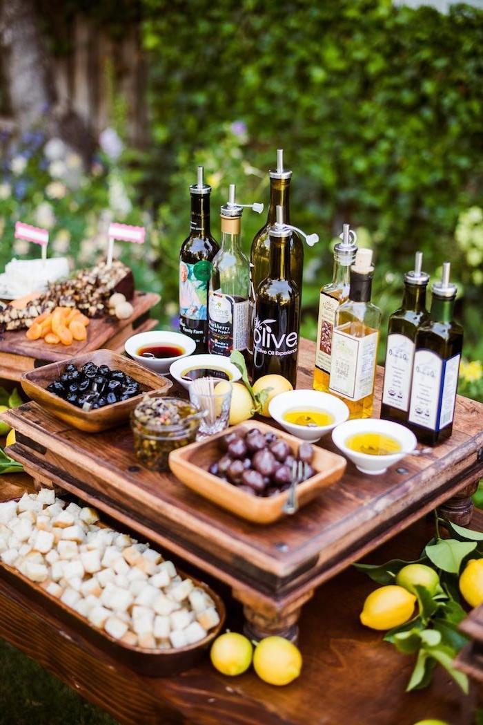 idee buffet mariage avec des olives huiles variés fruits séchés et noix cubes de pain exemple original