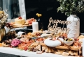 Buffet froid de mariage – une solution économique pour permettre aux invités de manger à leur goût