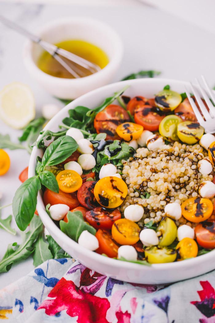 idee salade ete au couscous mozzarella tomates cerise reduction de vinaigre de balsamique et menthe fraiche
