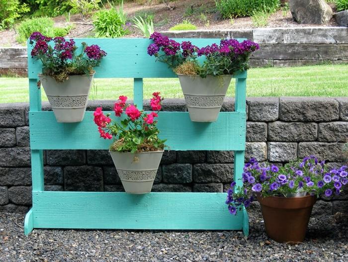 jardiniere de balcon diy bricolage facile été rangement pot de fleur support en planches de bois repeintes en turquoise