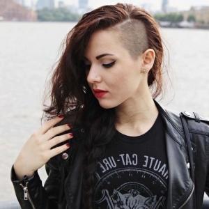 Coupe rasée pour femme - osez un look funky pour l'été