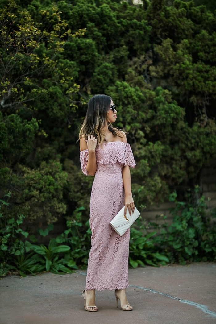 lunettes de soleil rondes robe mariage champetre dentelle robe longue rose pastel col bateau volants manches courtes