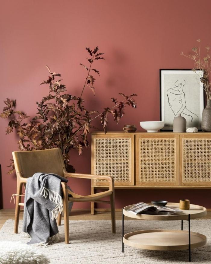 meuble fibre naturelle chaise bois table double plateau bois pieds métal noir couleur de peinture pour salon moderne mur terracotta