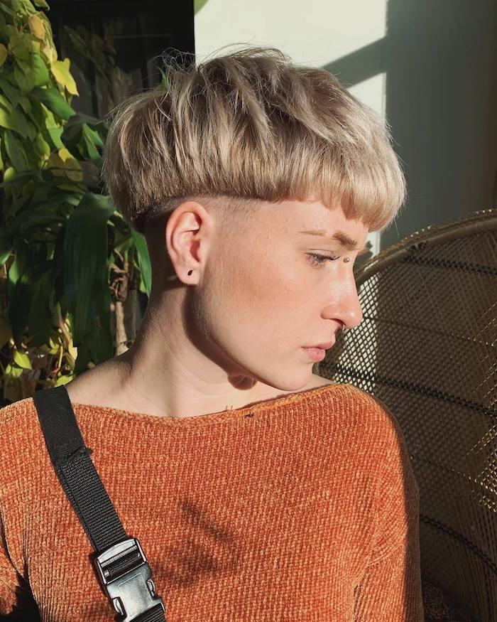 nuque rasée femme coupe boule et des cotés rasés idée modele de coiffure courte originale