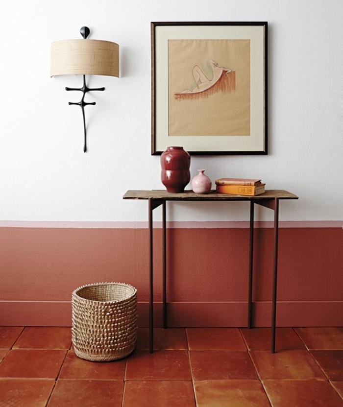 panier tressé peinture murale bicolore association couleurs intérieur deco couleur terracotta art mural cadre photo noir idée design couloir