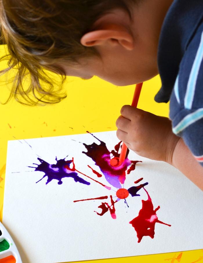 peinture abstraite avec des pailles activité peinture pour les 4 5 ans idée d activité manuelle créative petite section