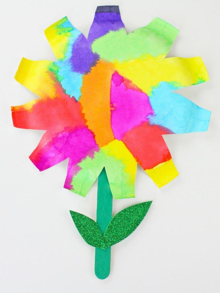 peinture facile a faire idée d activité peinture pour les 4 5 ans fleur en assiette papier oloré et tige de bâtonnet de glace