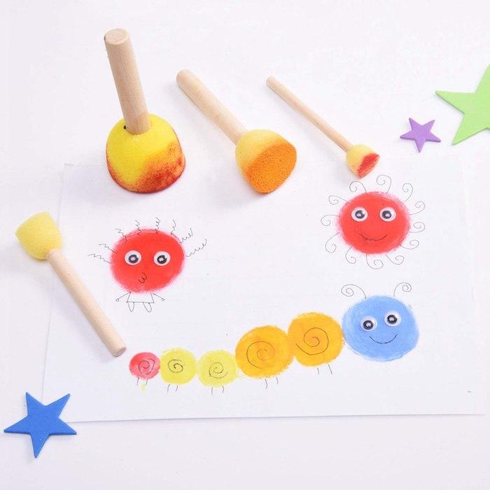 pinceau peinture tampons en mousse pour faire un dessin enfant creatif activité manuelle maternelle originale sur bout de feuille de papier
