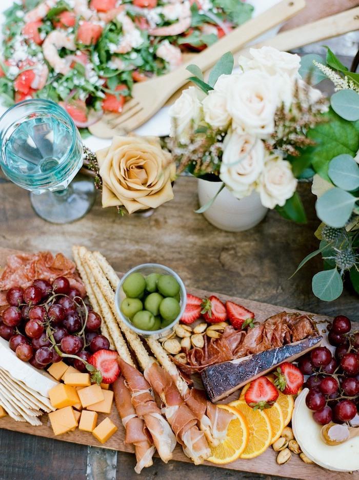 plateau fruits légumes noix prosciutto fromages idee buffet campagnard de mariage original