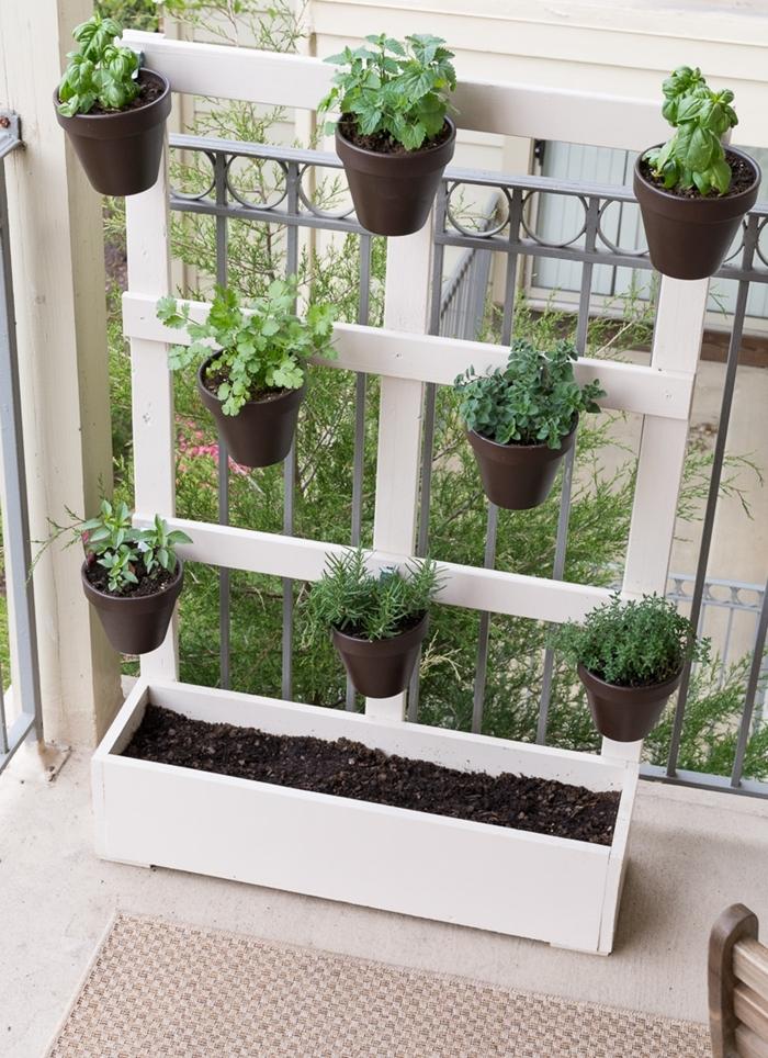 porte pot de fleur fait maison bricolage bois jardinière planches bois peinture bois blanche pot de fleur suspendu support bois