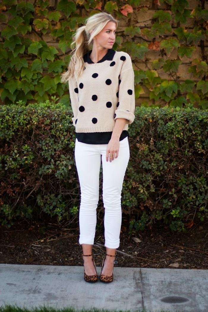 pull beige pois noirs chemise noire femme col pantalon blanc mode comment s habiller aujourd hui vêtements style
