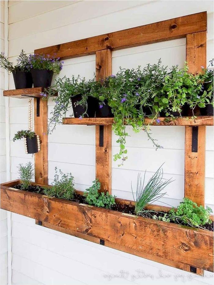 rangement mural diy jardiniere balcon suspendue planches de bois support pot de fleur fait maison bricolage été décoration balcon
