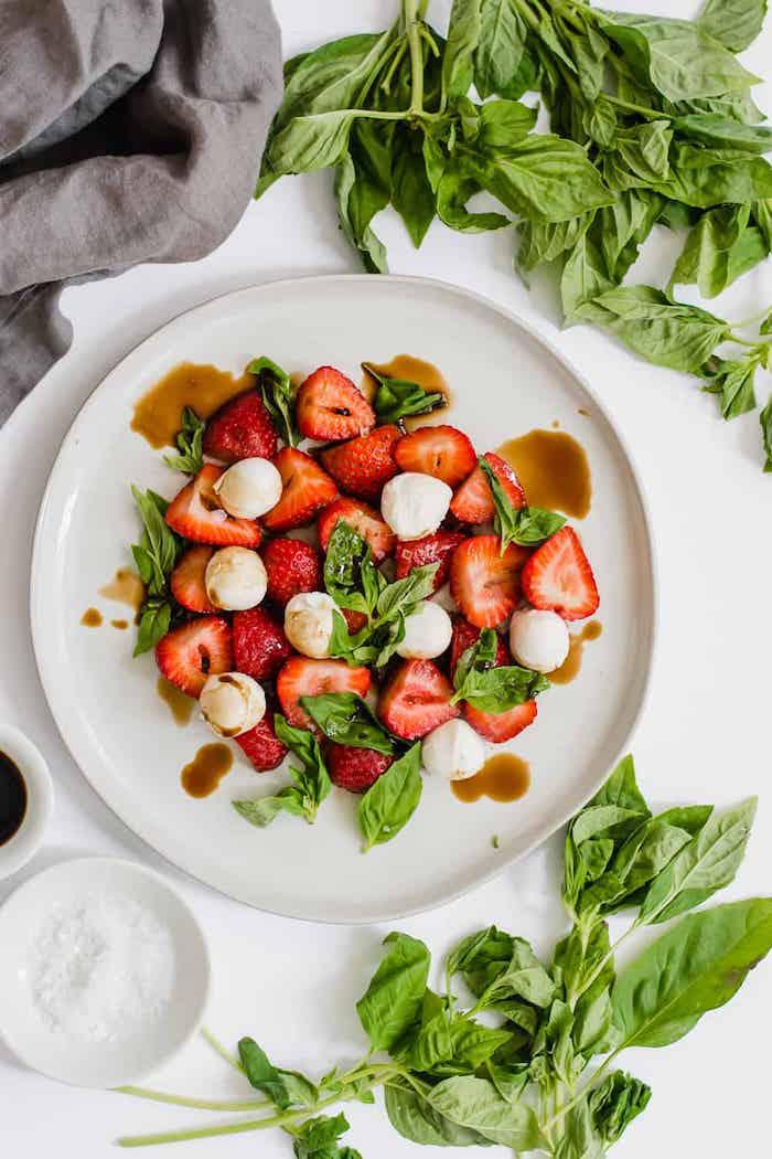 recette fraicheur d été salade cesar aux fraies menthe fraiche et des boules de bébé mozzarella