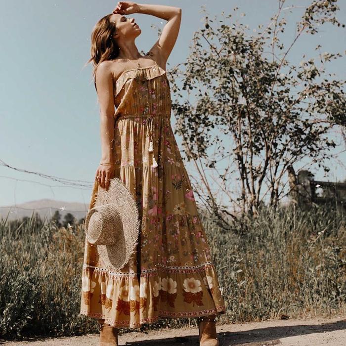 robe été longue couleur terreuse mode vêtements femme robe motifs floraux bustier volants capeline paille bottes velours marron