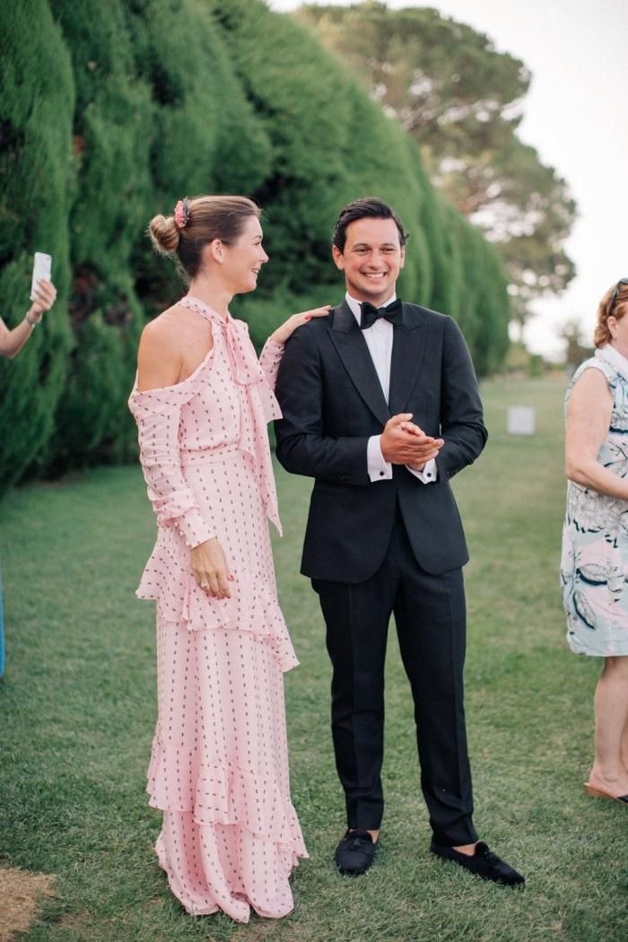 robe ceremonie femme 50 ans comment bien s habiller pour un mariage formel costume homme noir robe longue rose pastel volants