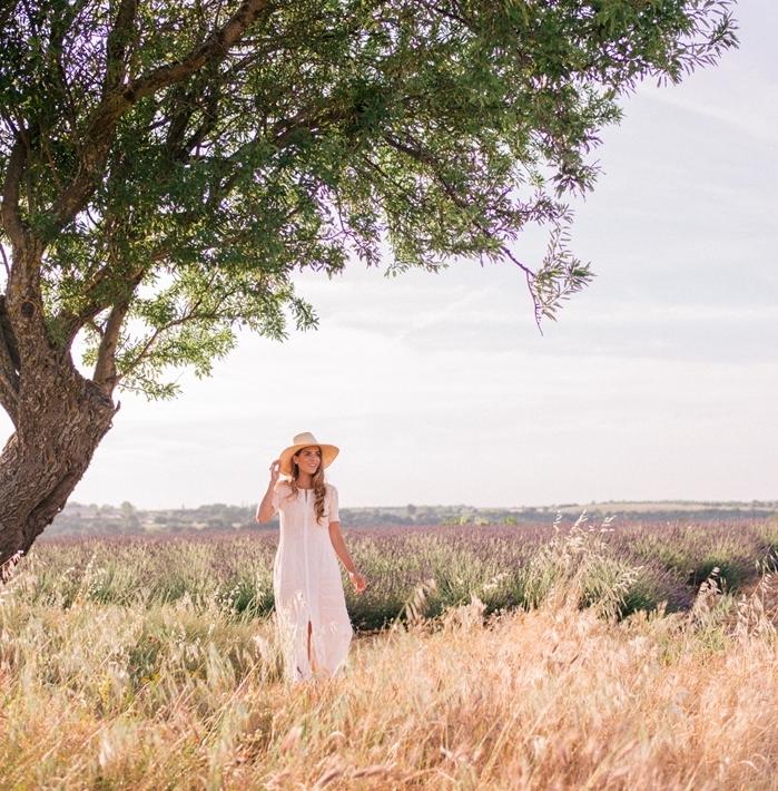 robe longue fluide ete capeline paille accessoire mode été robe blanche style bohème chic robe fendue manches courtes