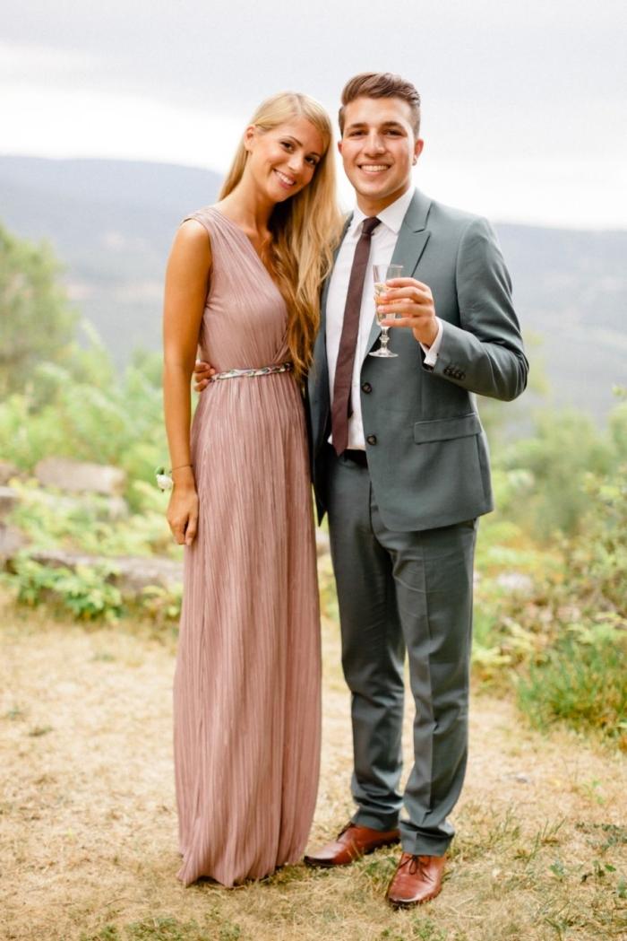 robe longue pour mariage ceinture argent bijoux or robe longue décolleté en v robe rose pastel pour mariage femme invitée