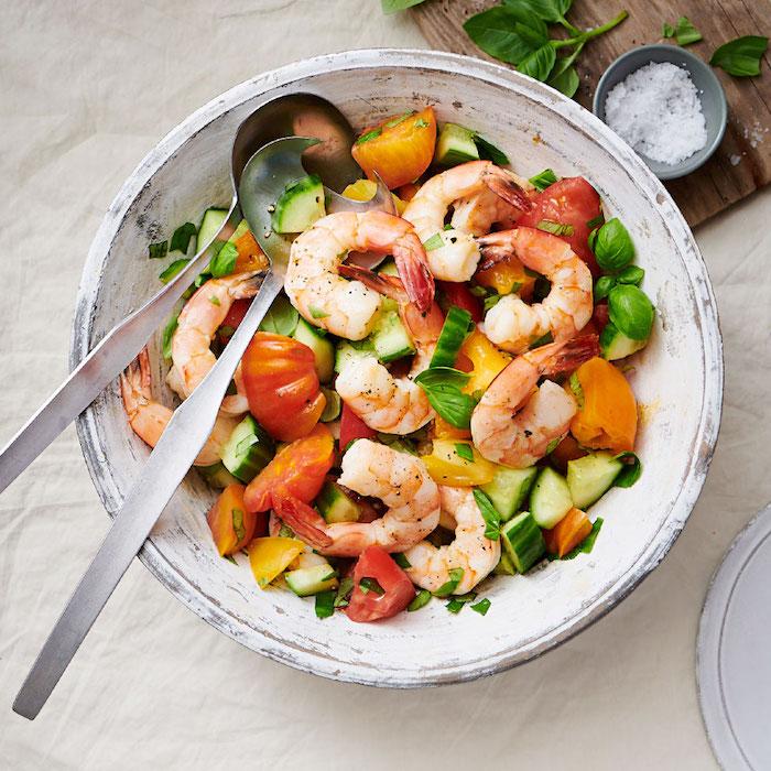 salade composée facile et originale aux crevettes tomates concombres persil menthe fraiche recette minceur originale