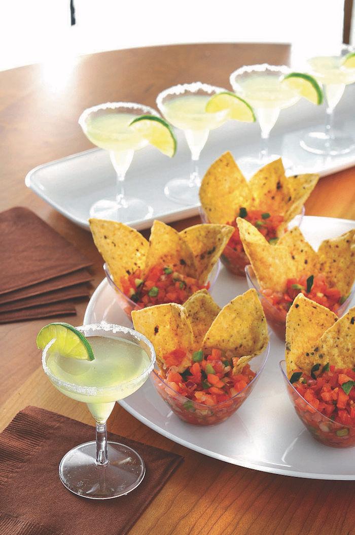 salsa de tomates concassées chili avec du chips tortilla idée buffet froid verrine apéritive originale cuisime mexicaine