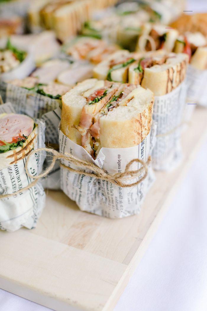 sandwich avec salade tomates filet viande idee sanwich mariage enveloppé de papier buffet froid original anniversaire