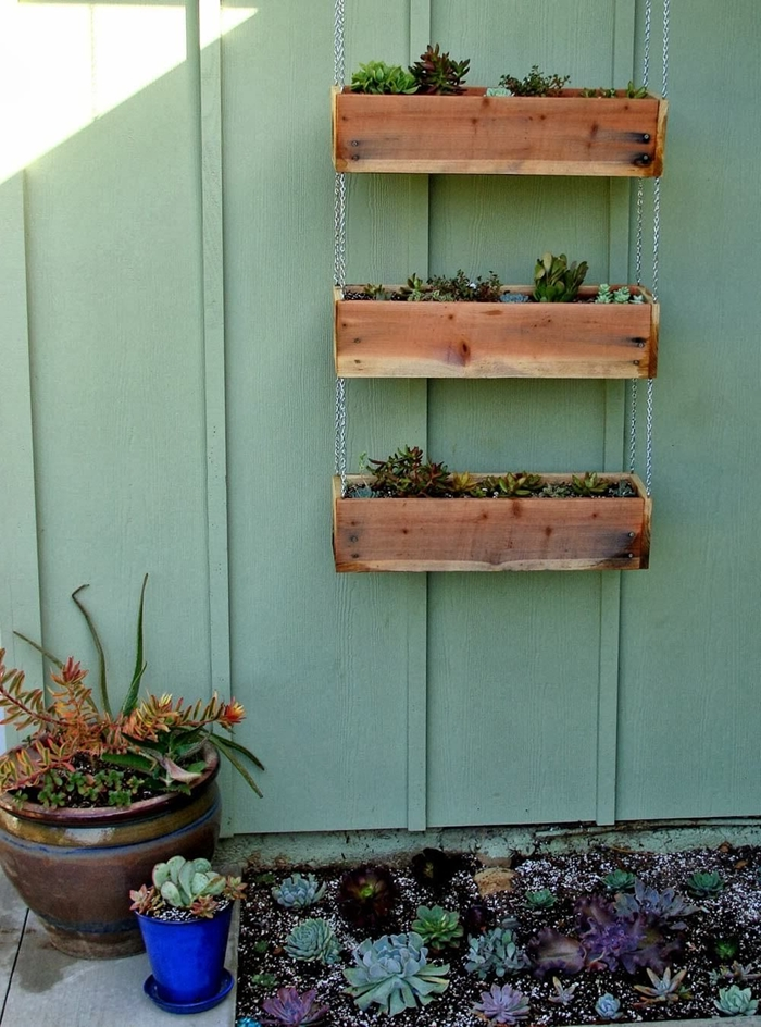 suspension murale rangement plantes diy jardinière en planches bois gros pot pour plante céramique plantes succulentes mini jardin