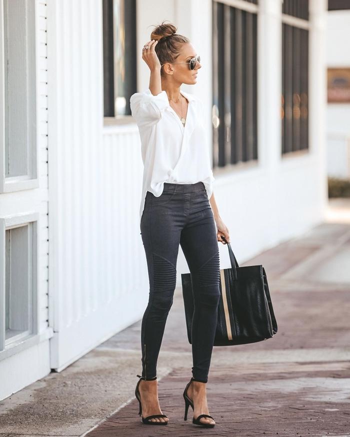 tenue chic femme jeans foncés taille haute chemise blanche gilet blanc sac à main cuir noir sandales talons noires lunettes soleil