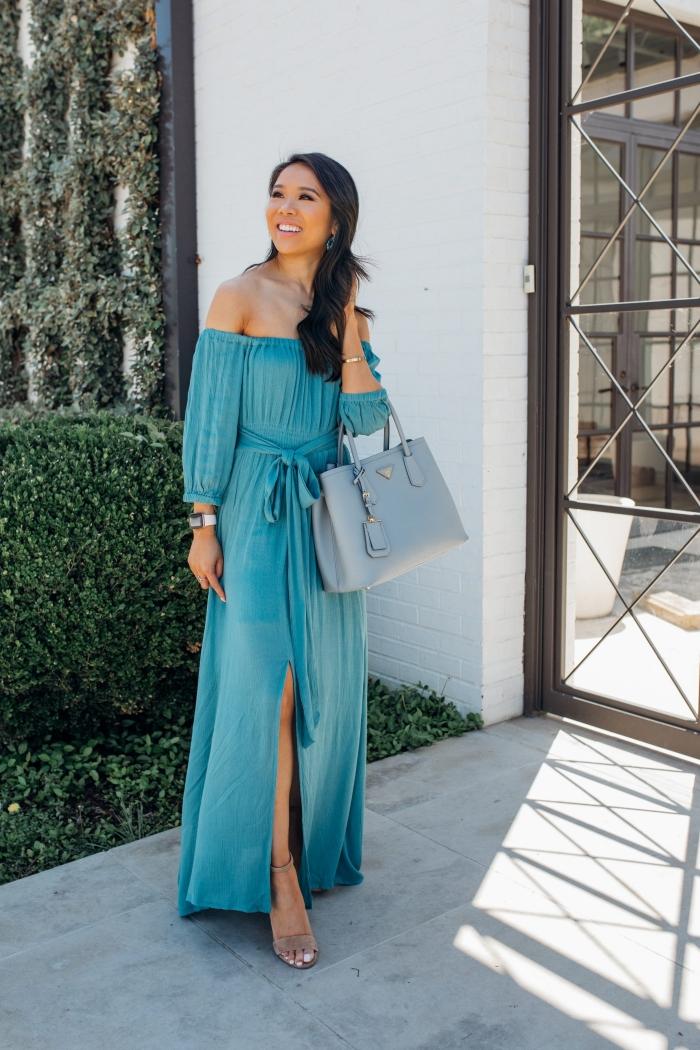 tenue mariage femme montre femme tendance accessoire sac à main bleu pastel robe longue fluide robe fendue bleue col bateau manches longues