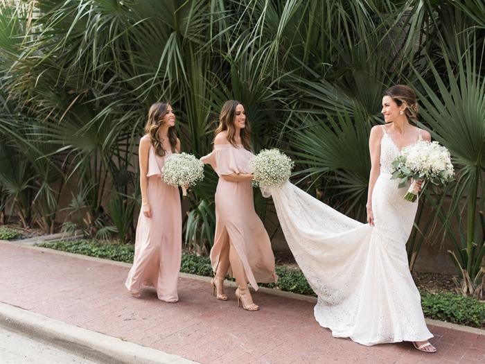 vêtements invitée mariage cérémonie champêtre robe de soirée pour mariage sandales hautes talons bouquet mariée champêtre