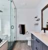 vitre pour le douche grand miroir choisir la ventilation de la salle de bain lumineuse