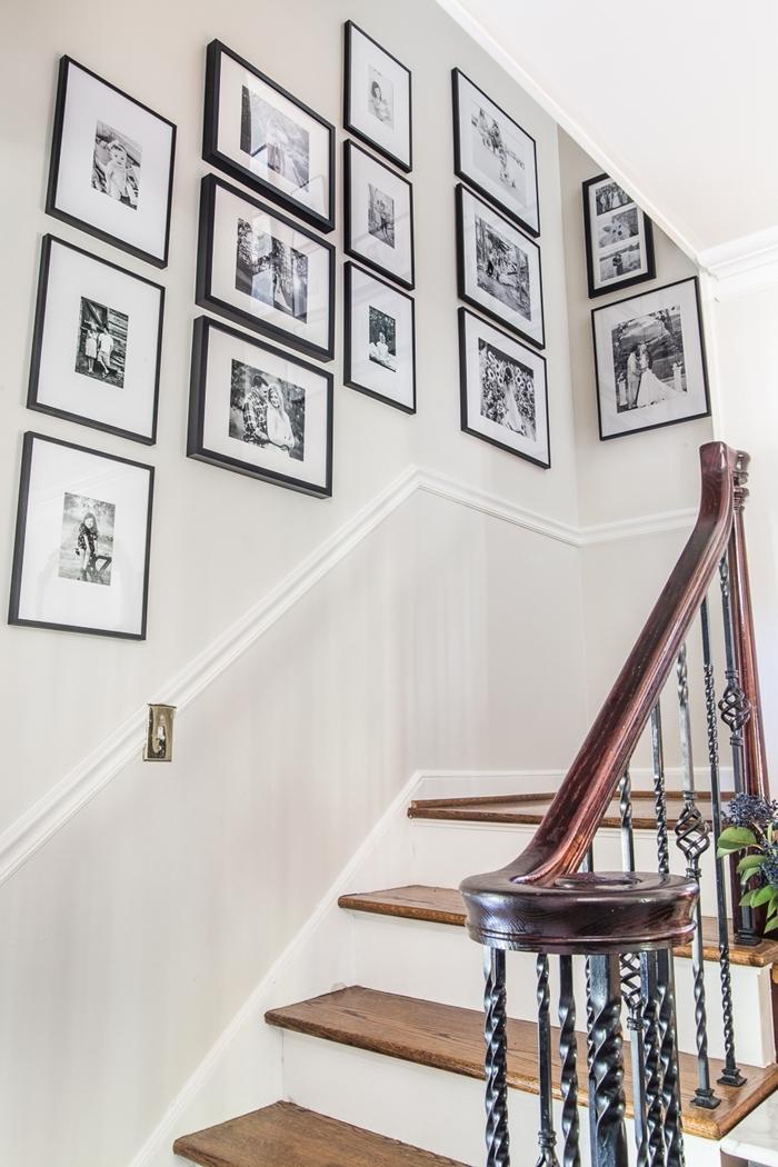 aménagement escalier moderne deco murale originale peinture murale blanc cadres photos noirs photo blanc et noir