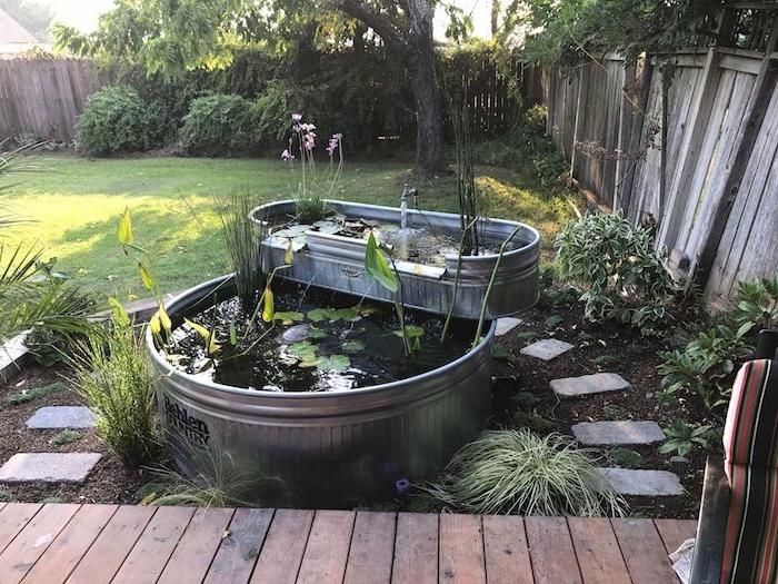 bac a poisson idee bassin exterieur avec vegetaux acquatiques idée de deux bacs superposés dans le jardin decoration bassin exterieur