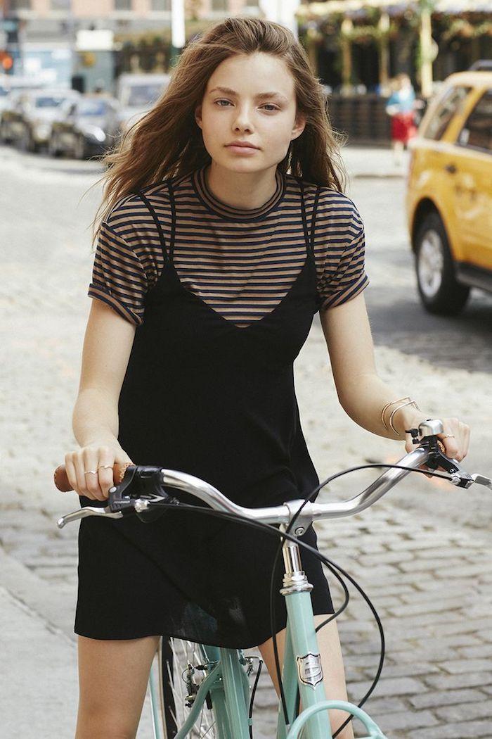 beauté fille tenue robe noire t shirt rayé tenue pour ado fille vetement fille 14 ans savoir commnet etre bien habillee bicyclette