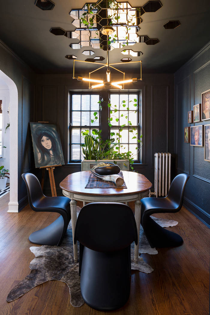bleu foncé mur peinture plafond noir decoration plafond dans une maison ou appartement moderne design salle a manger